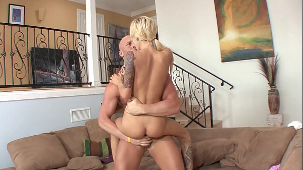 Bald guy removes skinny cutie Emma Mae's sexy s...