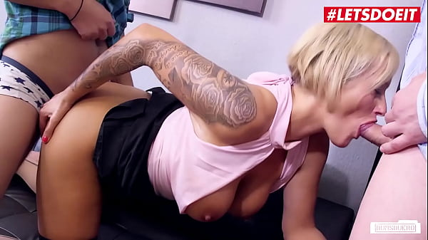 BUMS BUERO - German Cougar Leni Fucks On Interview With Two New Guys