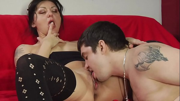 YOUNG BF MAKES HARD SEX TO HIS MATURE GF !!