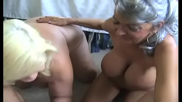 hottest GILF Cheyanne giving blowjob and reciev...
