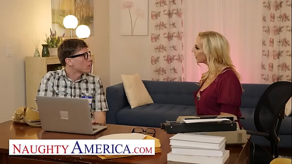 Naughty America - Sophia West calls the nerd guy to fix her computer and fuck her pussy