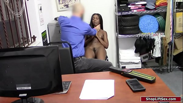Ebony thief sucks cock to avoid cops