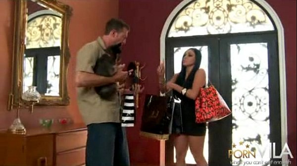 Audrey Bitoni Has Some Fun After Doing Some Shopping
