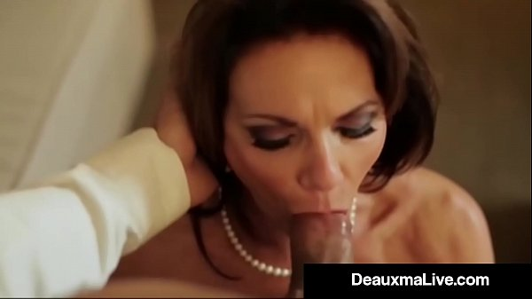 Busty Texas Cougar Deauxma Fucks Her Hotel Room Service Guy! Thumb