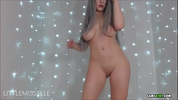 Cam girl from camskiwi.com strip ass dance Thumb