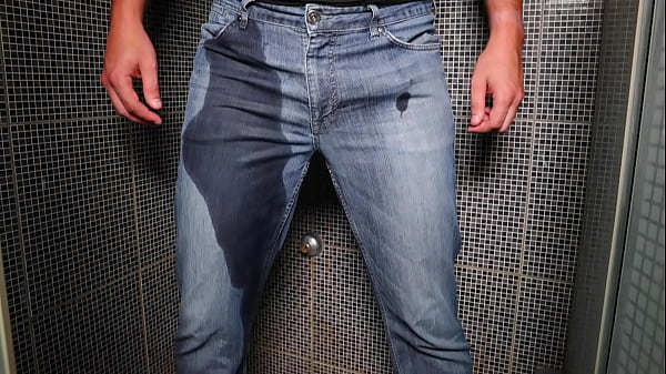 Guy pee inside his jeans and cumshot on end