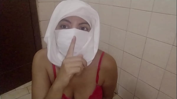 Real Muslim Arabian Mom Squirting In Hijabi Mas...