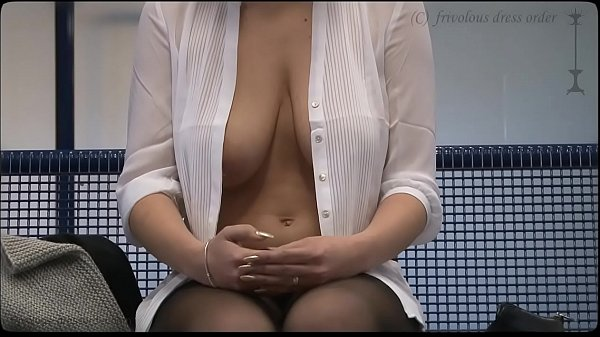 downblouse - braless busty in public exposed