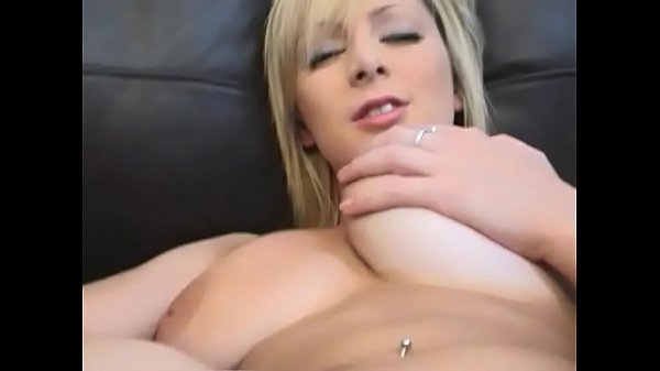 Jessica fingers her pussy