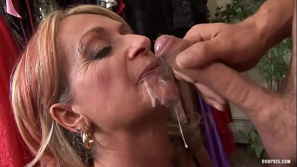 Mature Whore gets Pumped by Young Dude in the C...