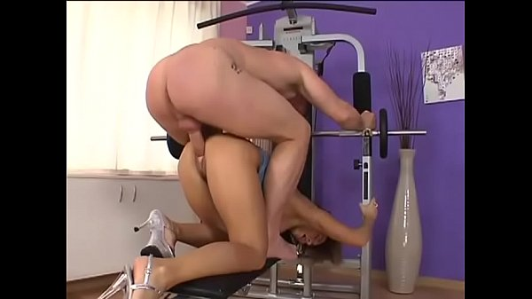 Dirty customer of a gym suck her trainer's cock