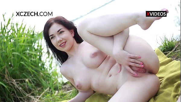 Daphne Angel masturbating and showing pussy outdoor Thumb