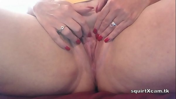 Watch this BBW milf squirting for you on cam