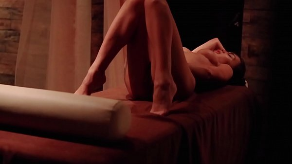 Sexy GIrl Masturbate Pussy in Massage Room