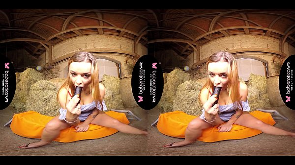 Solo lady, Daphne Klyde is masturbating all day, in VR
