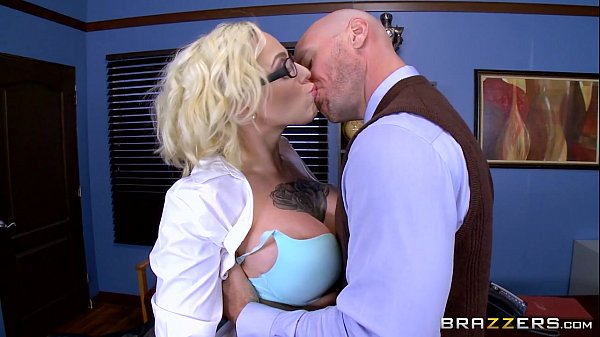 Brazzers - Harlow Harrison - Big Tits At School Thumb