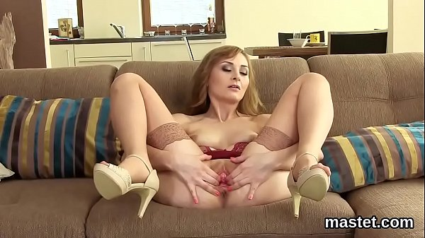 Kinky czech girl gapes her narrow slit to the s...