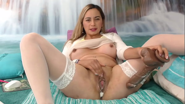 Latina play with creamy pussy until squirt hard