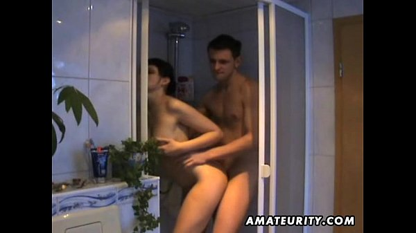 Amateur girlfriend sucks and fucks in her bathroom
