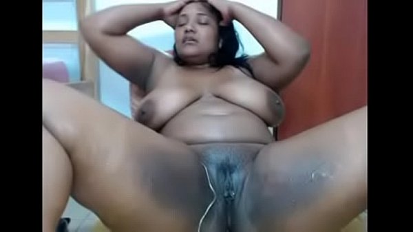 chubby ebony uses dildo on her creamy pussy to squirt