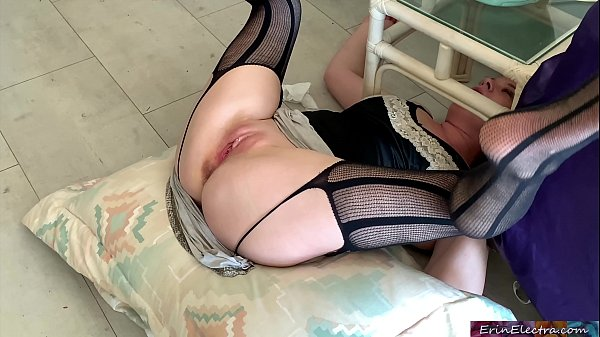 Stuck stepmom gets fucked
