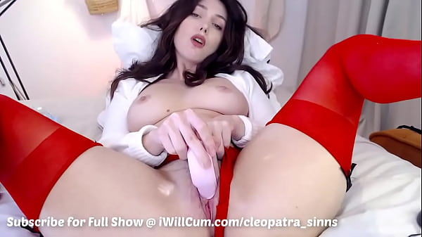 Gorgeous PAWG Loves Having Strong Squirting Pussy Orgasms
