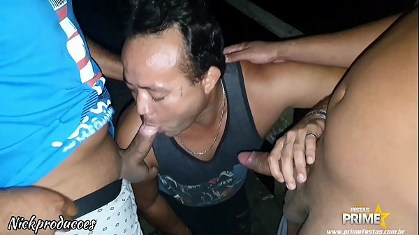 Dogging com Amigos no Meio do mato no Deck do Recreio