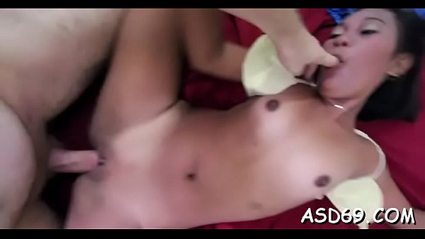 Professional chick makes the horny guy starve for her love tunnel