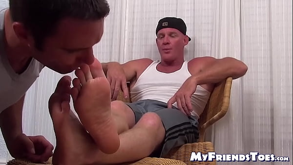2019-01-21 02:31:23 - Muscular hunk receives feet worshiping from his boyfriend 9 mins  1080p http://www.neofic.com