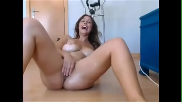 Gorgeous Amateur MILF With Great Body Squirting On MILFWebcamShow.com