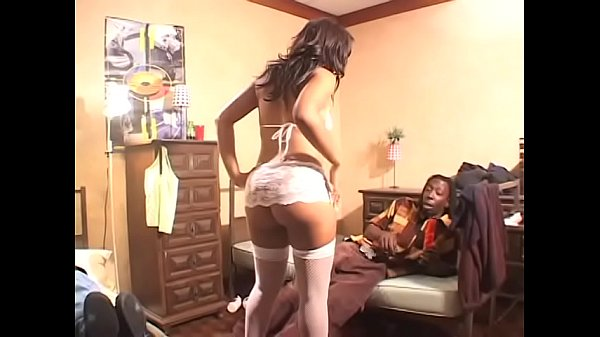 Black bitch Kandi Kream in stockings gets doubl...