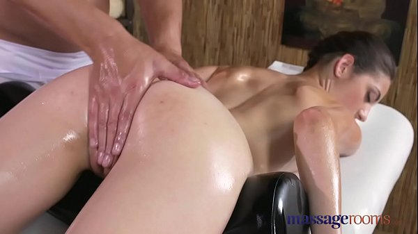 Massage Makes Her Squirt