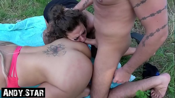Outdoorsex with two German Bitches