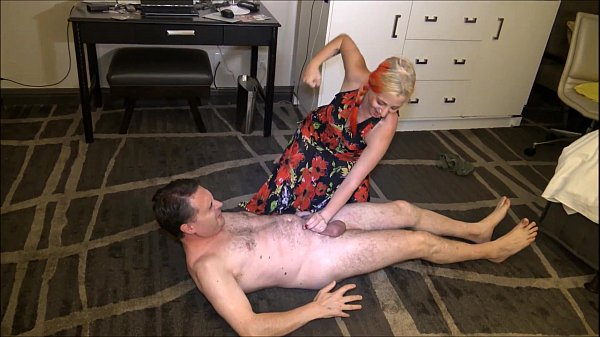 Ballbusting: Goddess Lilith destroys the balls of Andrea Diprè