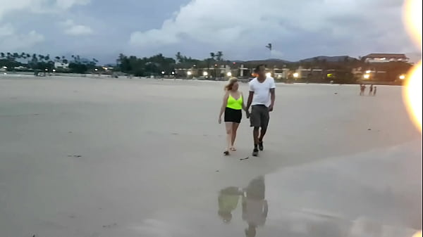 Paty Bumbum meets an American and blonde on the beach and takes him to El Toro de Oro's house to fuck. (Melissa Alecxander - Clarkes Boutaine)