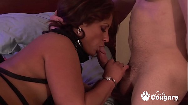 Busty Cougar Has Her Bald Pussy Pounded