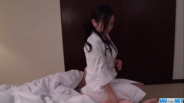 Shino Izumi strips naked to delight with a big ...