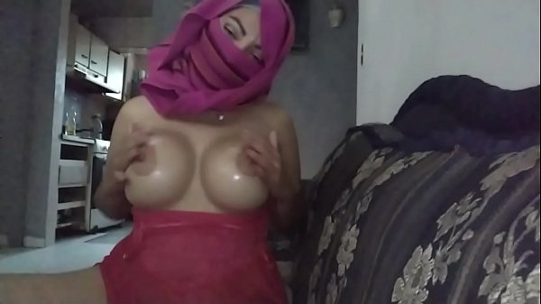 Arabe Mom In Hijab Masturbation Squirting Loads...