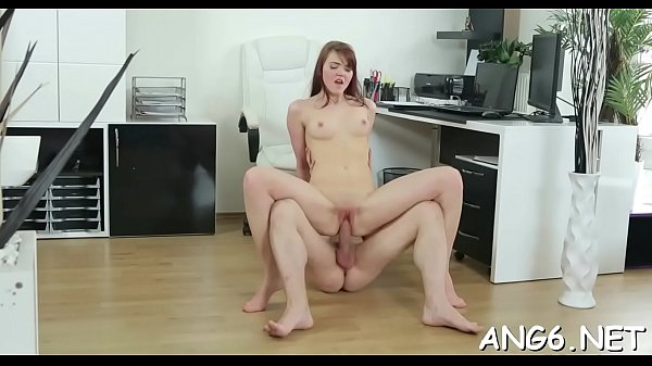 Overwhelming Licije cums while riding