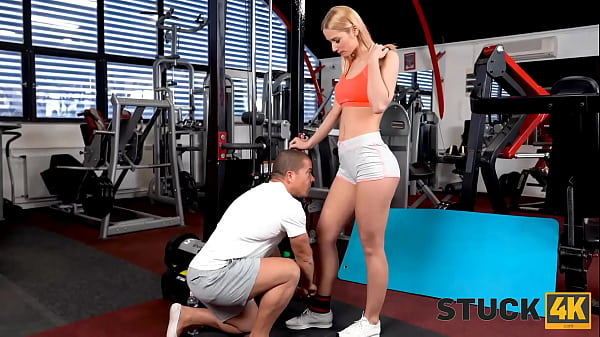 STUCK4K. Gym instructor saw the girl being stuck and took advantage