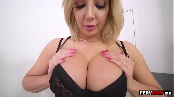 Pussy licking lessons from my mature MILF stepmom Sophia Deluxe