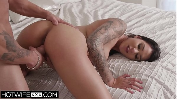 Stunning Big Tit Latina Hotwife Alexis Zara Fucks Hard