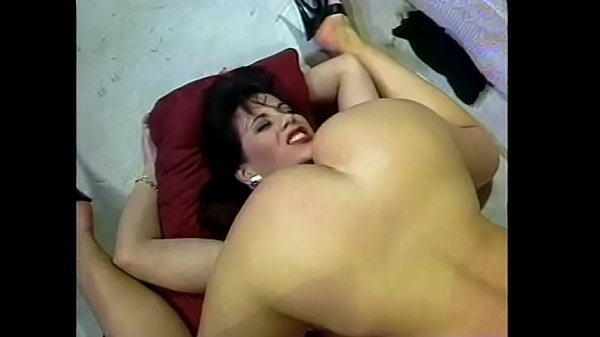 Brunette MILF sits on busty blonde's face to get her pussy licked Thumb