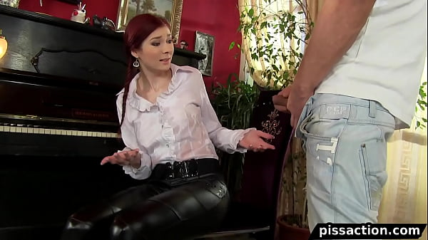 girl gets the piss fix by piano service man Thumb