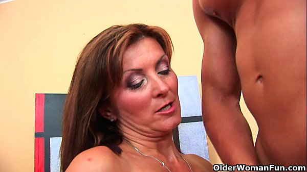 Horny milf Dorothy gets a facial from the guy next door Thumb