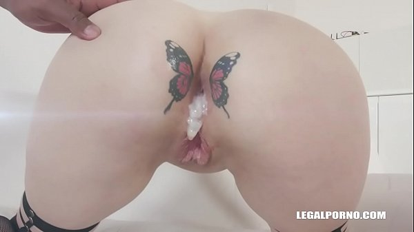Russian Babe Dayana Ice Loves Two Monster Cocks in Her Ass