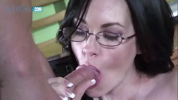 Skinny Brandi Edwards riding on hard cock to ge...