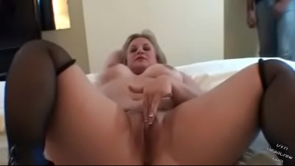 Stunning Summer Plays With Pussy And Blows BBC