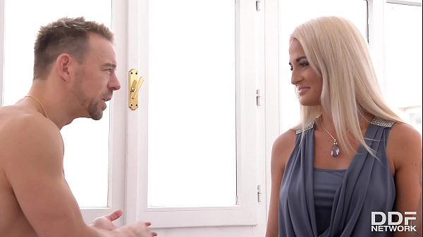 Czech Milf Nicole Vice Gets Her Pussy Fucked In The Kitchen
