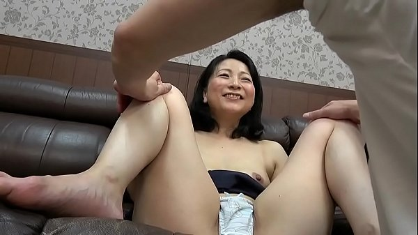 Mature Milf suduced by y. men part 2